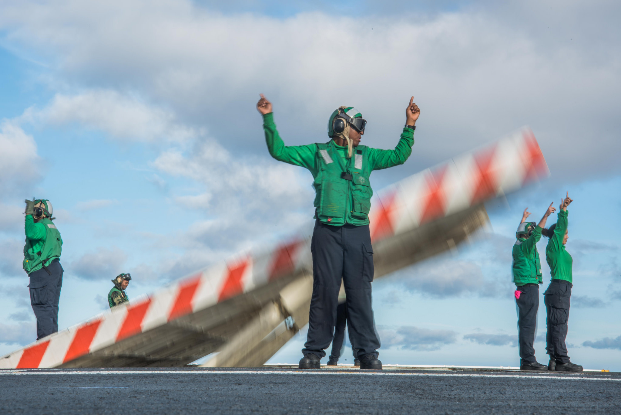 Sailors assigned to USS John C. Stennis (CVN 74) erect a jet blast deflector on the ship's flight deck on Nov. 9, 2017, in the Pacific Ocean. (MC3 William Ford/Navy)