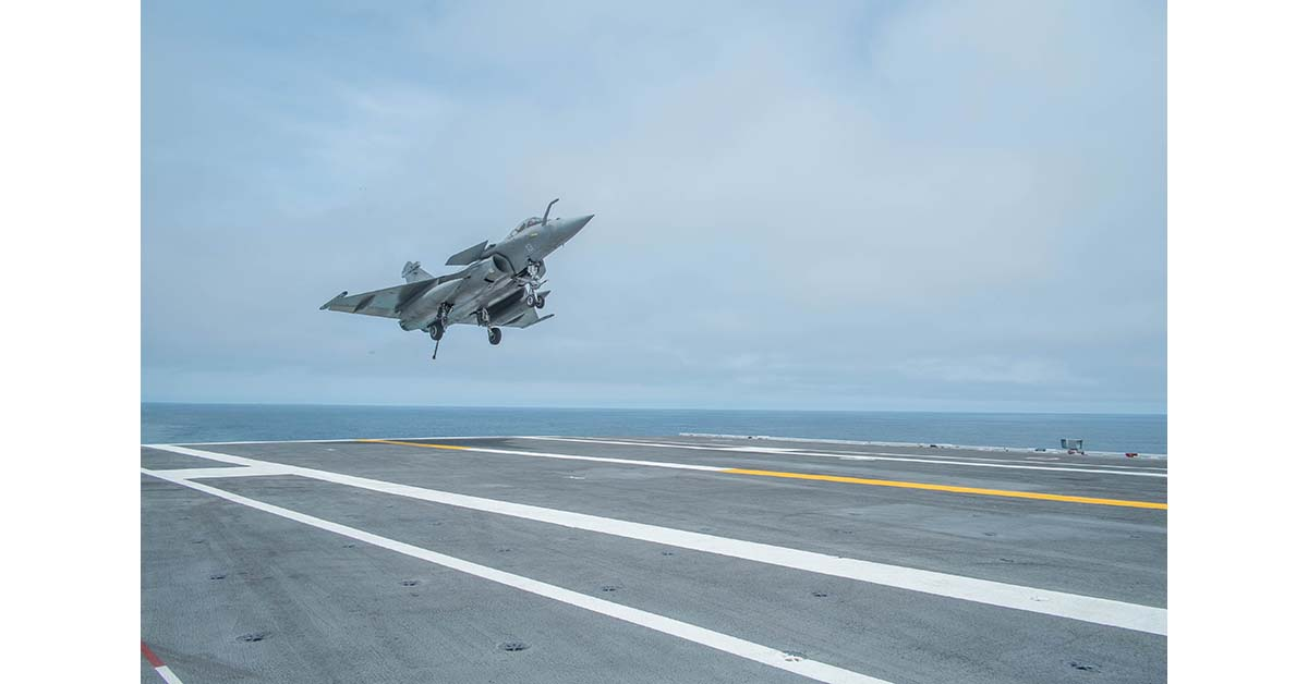 A French Navy Rafale Marine fighter aircraft prepares to trap on the aircraft carrier George H. W. Bush on May 10, 2018, during joint U.S. and French carrier flight operations May 10. The Bush, unlike the French aircraft carrier Charles DeGaulle can both launch and recover aircraft at the same time, giving the French experience at cyclic operations, American Style. (Mark D. Faram/Staff)