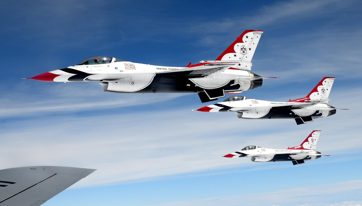 Air Force Thunderbirds pilot killed in F-16 crash near Nellis AFB