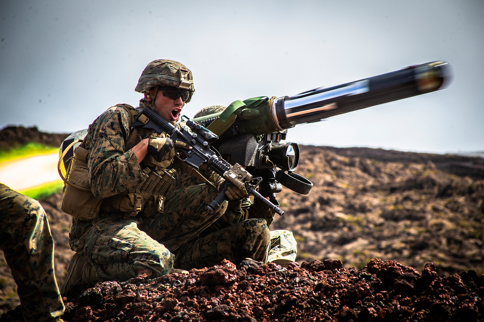 Marine Corps Sgt. Troy Mole fires a shoulder-fired Javelin missile during Exercise Bougainville II at Pohakuloa Training Area, Hawaii, May 15, 2019. (Lance Cpl. Jacob Wilson/Marine Corps)