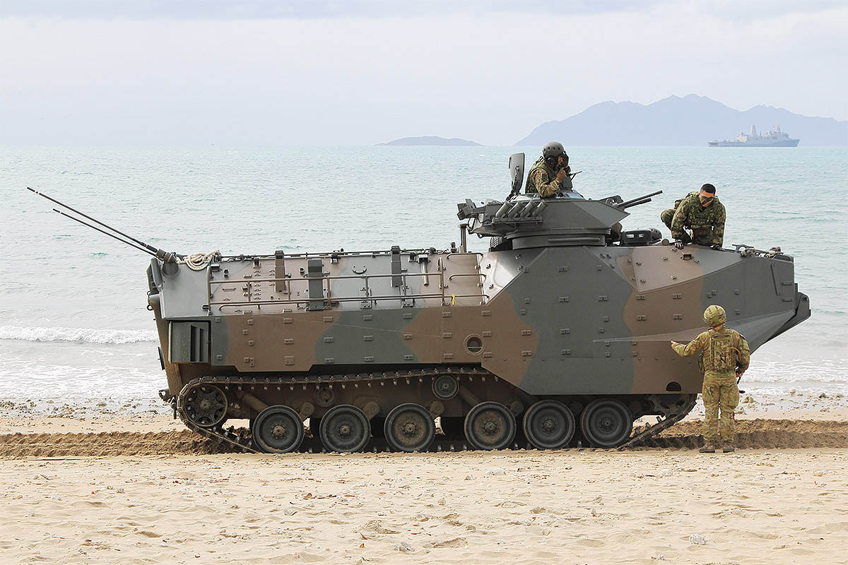 An Australian beachmaster gives instructions to the crew of a Japanese amphibious assault vehicle during Exercise Talisman Sabre on July 22, 2019. Japanese forces participated at two such events during the exercise. (Mike Yeo/Staff)
