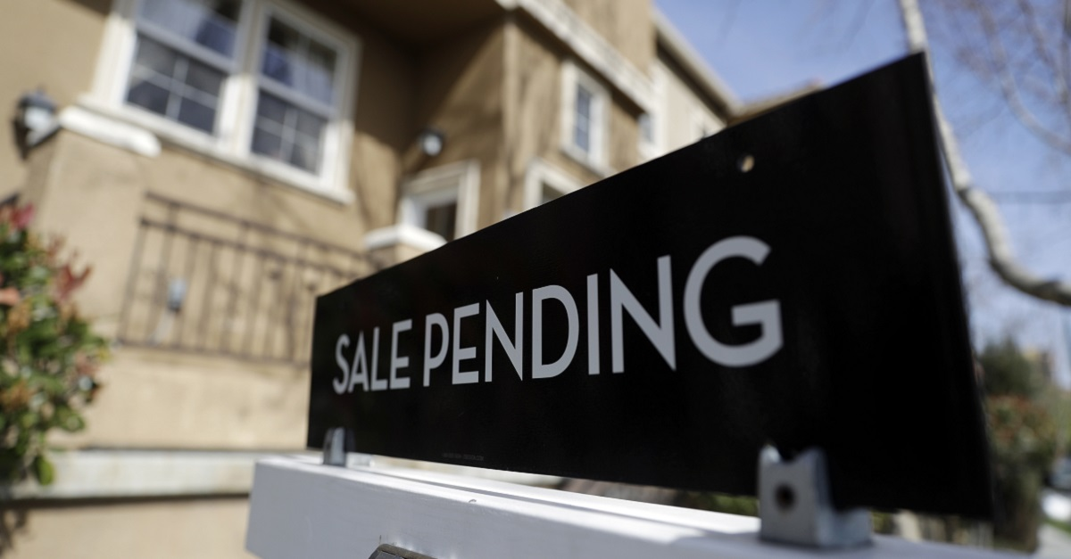 Ready to buy a home with a VA-backed loan? Don't just go with the first lender you find. (Marcio Jose Sanchez/AP)