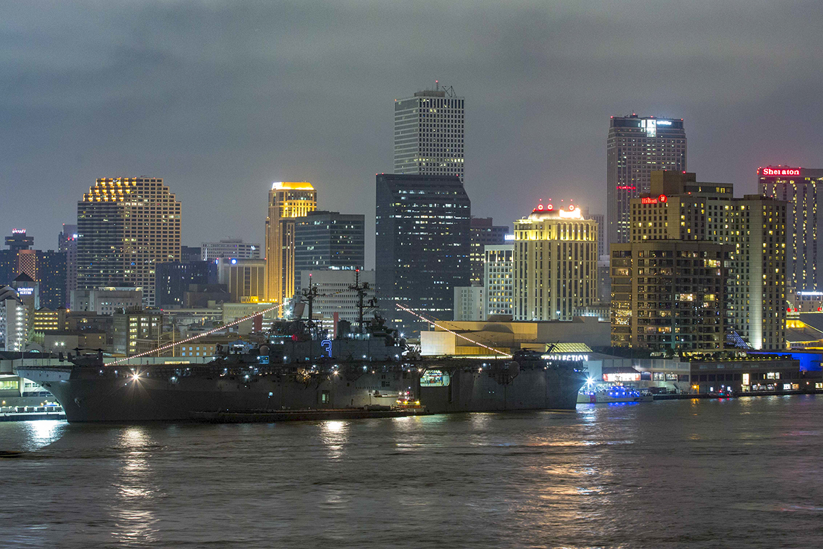 The amphibious assault ship Kearsarge is moored to the Julia Street Pier in New Orleans during Navy Week New Orleans. (MC3 Class Dana D. Legg/Navy)