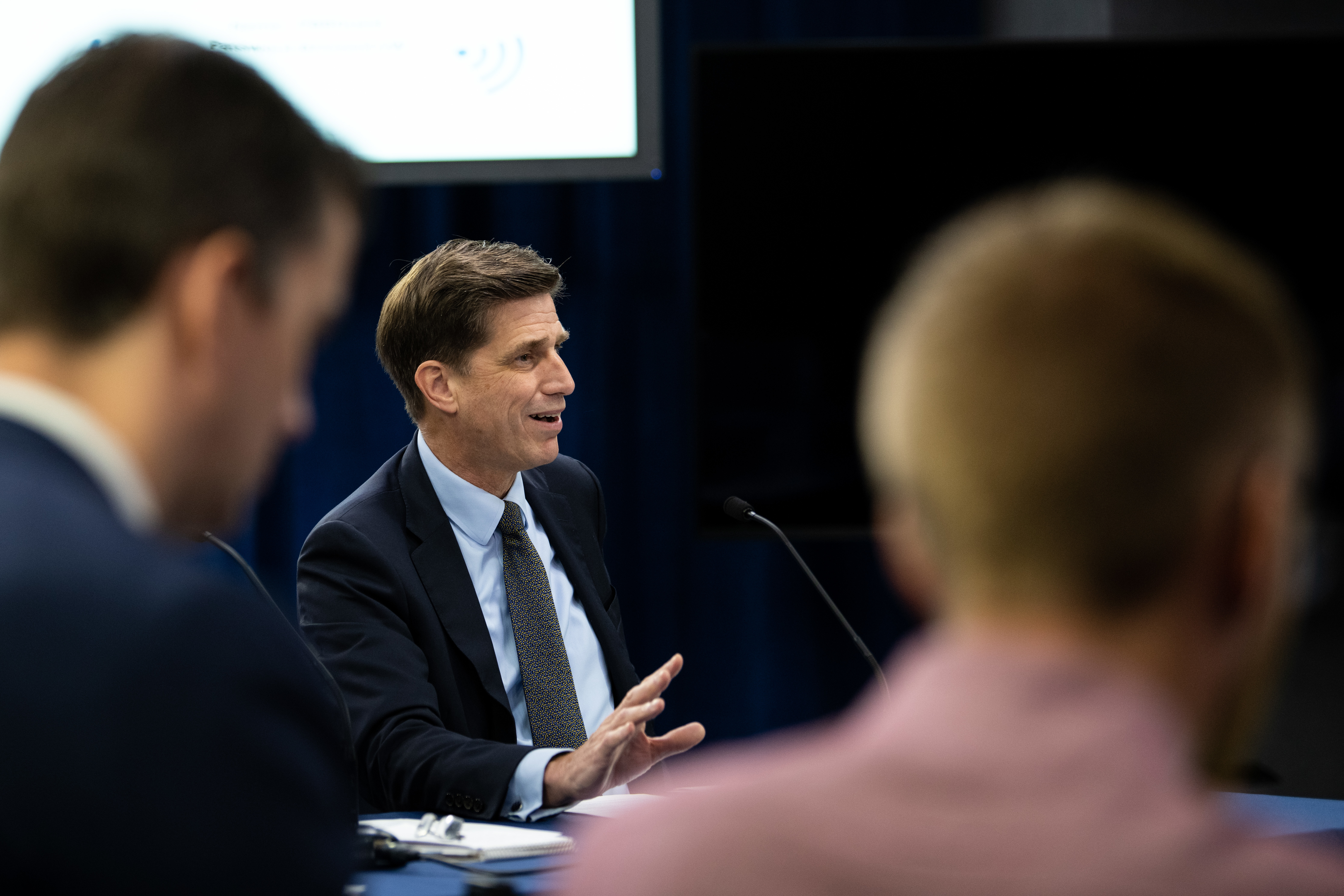 Dana Deasy, Department of Defense chief information officer, hosts a roundtable discussion on the enterprise cloud initiative with reporters, Aug. 9, 2019. (Air Force Staff Sgt. Andrew Carroll)