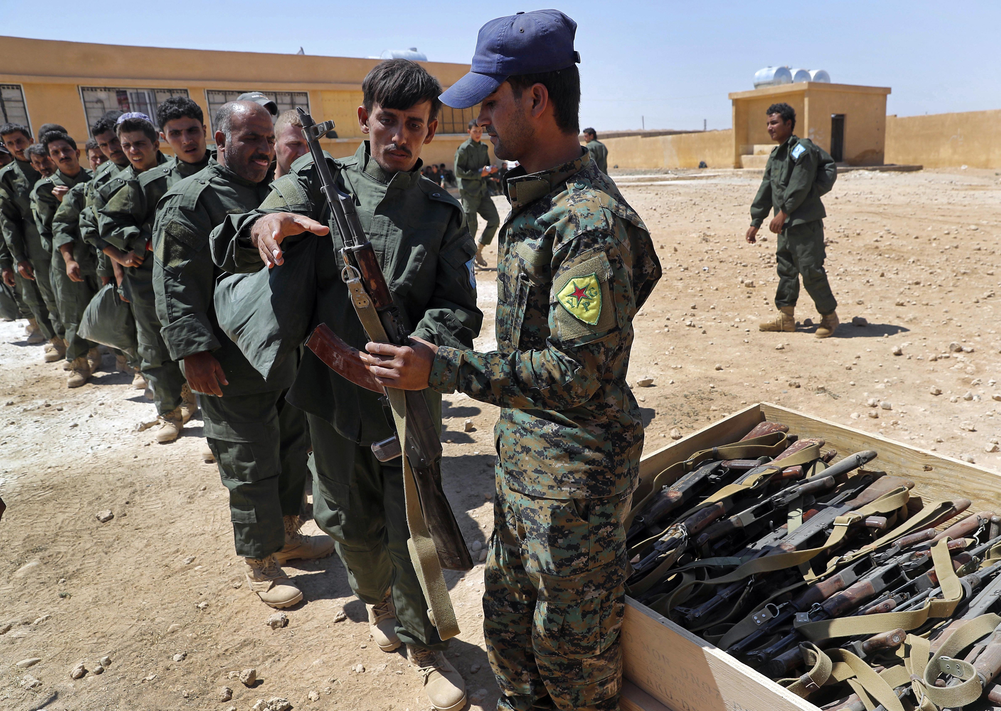 Some 250 residents join US-trained security force for Raqqa