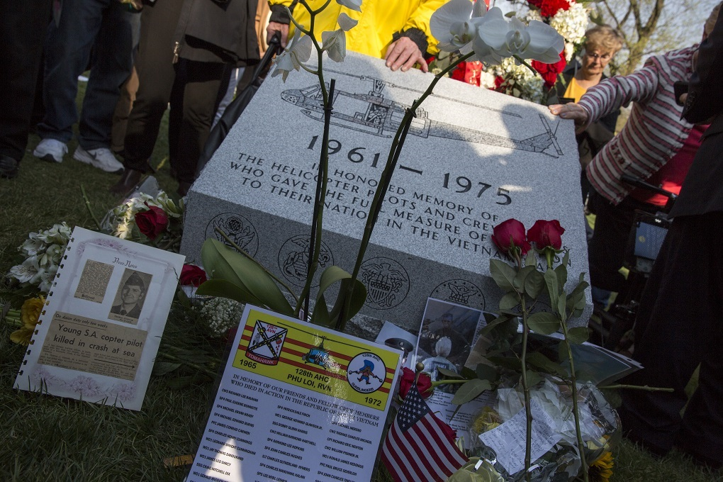 Fallen Vietnam pilots, crew members honored with monument at Arlington National Cemetery