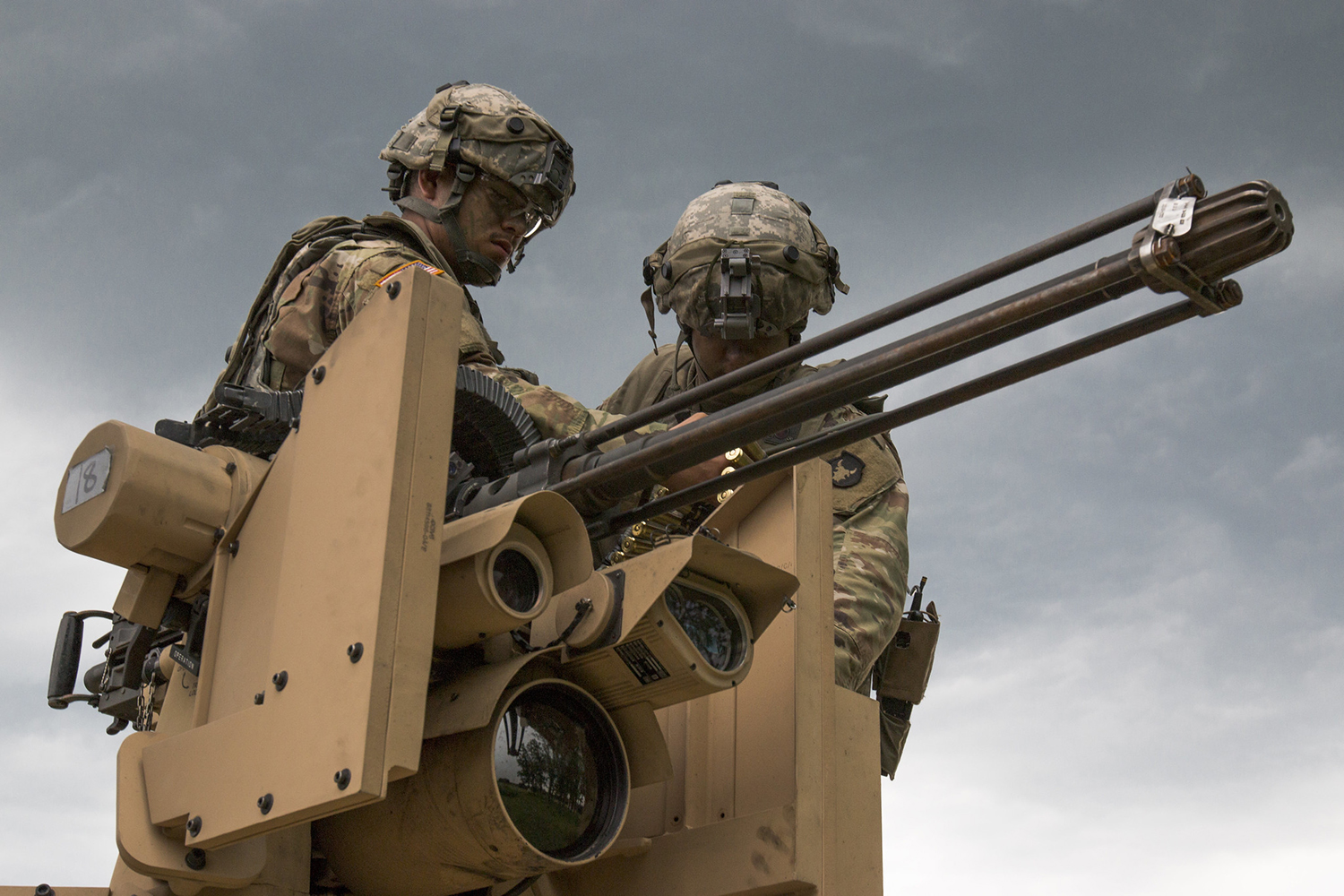 Iowa Army National Guard soldiers load a Common Remotely Operated Weapon Station during an eXportable Combat Training Capability rotation at Camp Ripley, Minn., on July 19, 2019. (Spc. Zachary M. Zippe/Army National Guard)