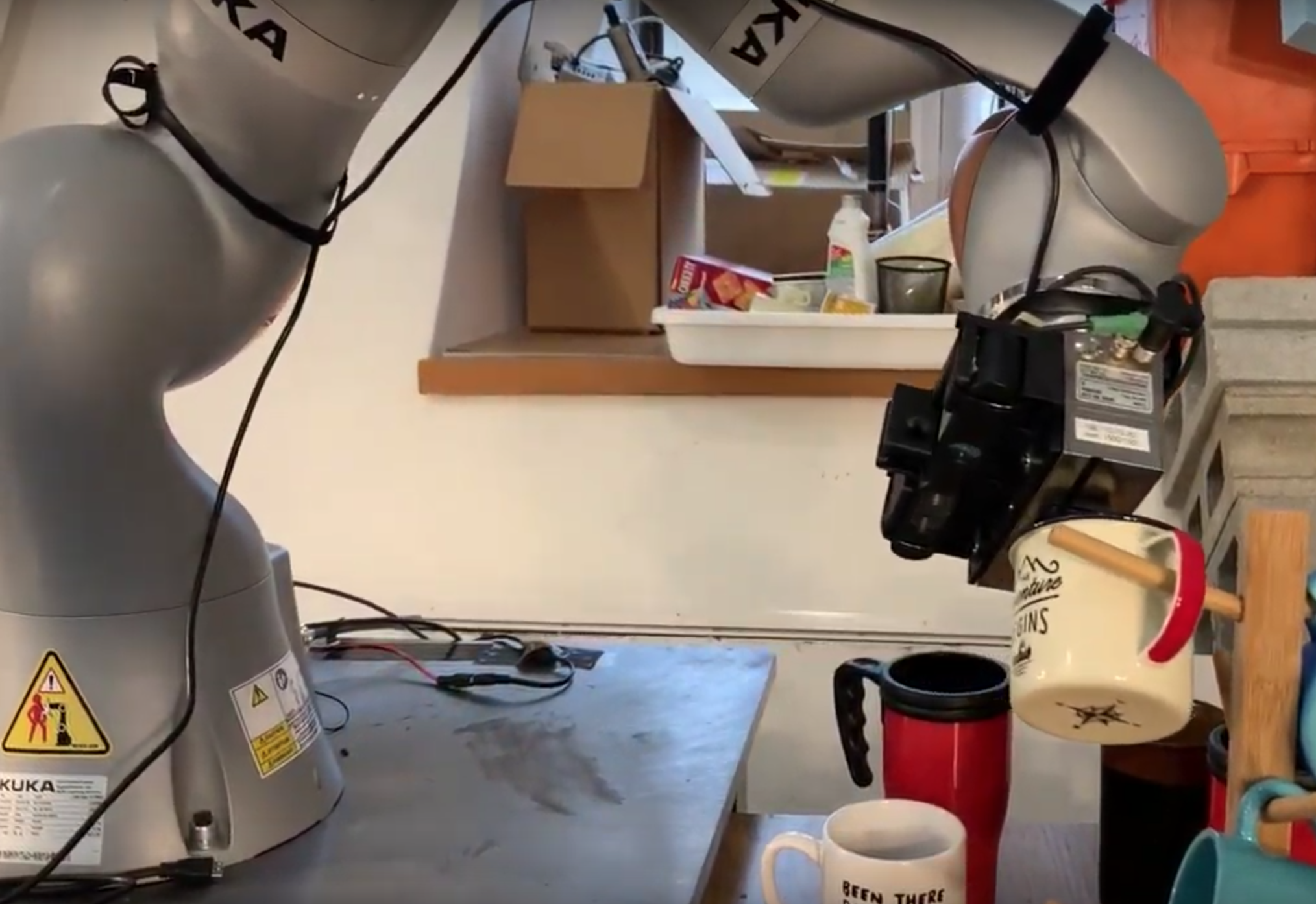 With training, the robot arm and sensors can recognize and orient any mug by identifying three key points on the mug. This kind of learning and rapid adaptation could have military applications down the road. (Image courtesy MIT CSAIL)