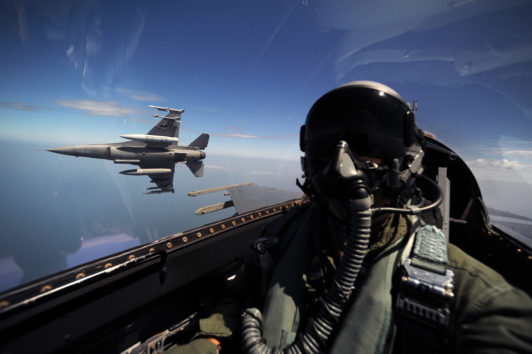 Air Force rolls out 13-year, $455,000 bonuses for fighter pilots