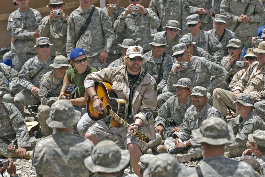 Music superstar Toby Keith on his fifth USO tour to the Persian Gulf and Germany to entertain the troops in 2007. (Dave Gatley/USO)
