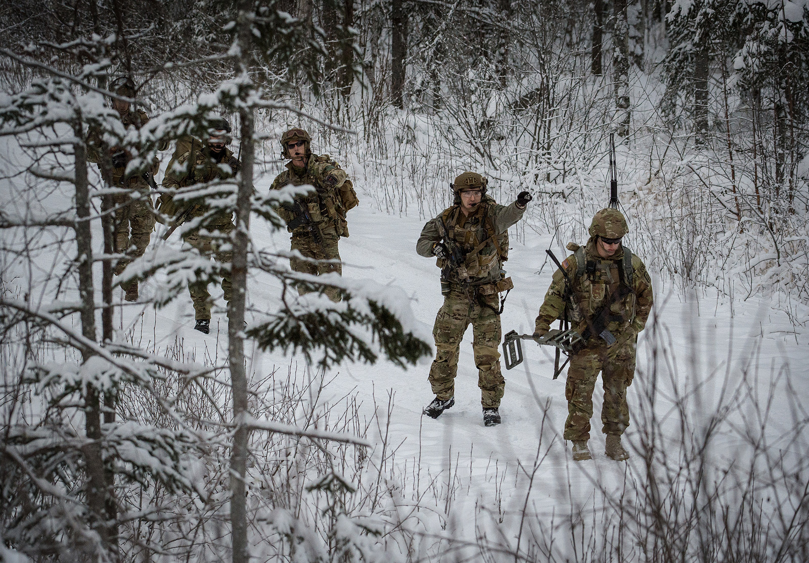 Soldiers assigned to the 716th Explosive Ordnance Disposal Company conduct mass-casualty search-and-rescue training Nov. 21, 2017, at Joint Base Elmendorf-Richardson, Alaska. (Curt Beach/Pacific Command)