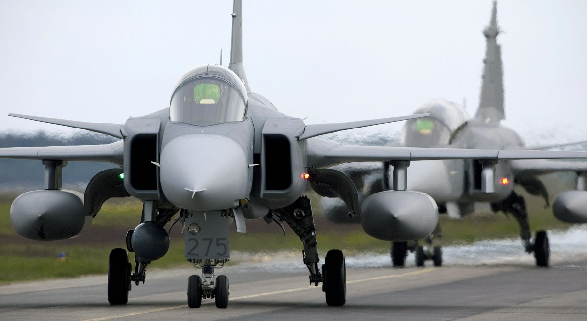A Saab JAS 39 Gripen fighter, eyed by the Swiss for procurement, taxis during the NATO exercise Loyal Arrow on June 10, 2009. (Patrick Tragardh/AFP via Getty Images)