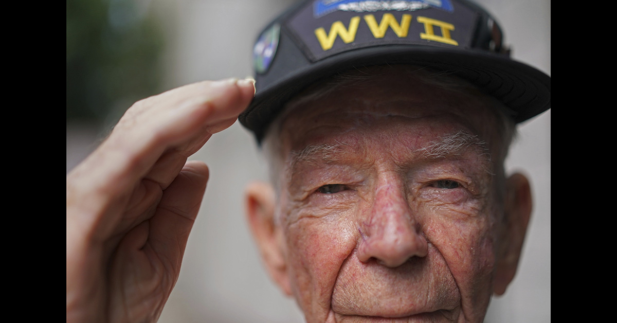 Lester Hollenback, of Deltona, Fla., left, a surviving member of the famed WWII Army unit Merrill's Marauders, salutes for a portrait during a gathering of remaining members, family and history buffs, in New Orleans, Tuesday, Aug. 28, 2018. (Gerald Herbert/AP)