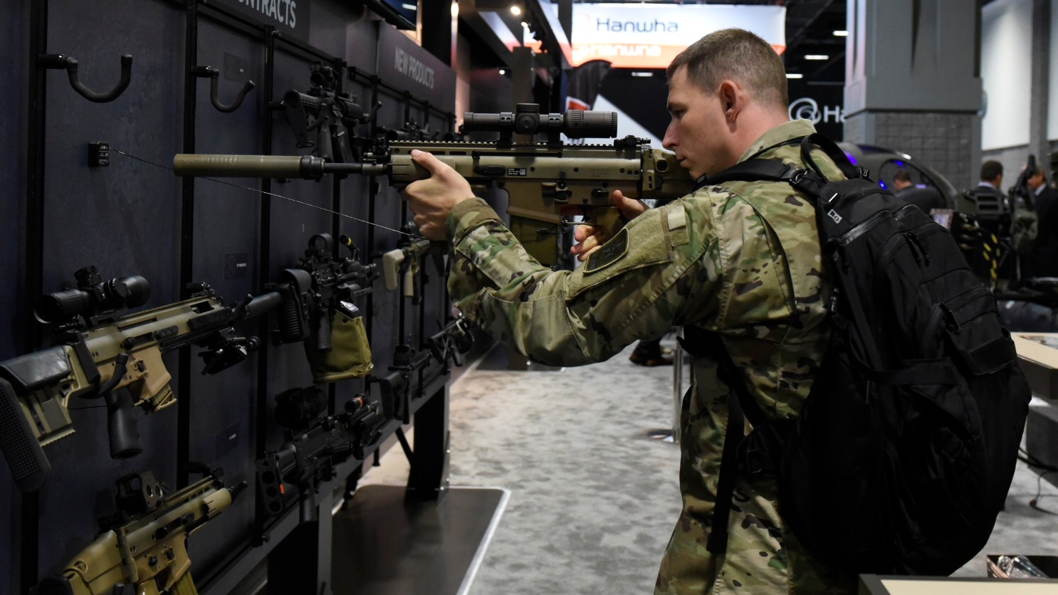 1Lt. Col. Steven Chadwick tries out a FN17 close quarter assault rifle by FN on display at the 2018 AUSA annual meeting and exposition in Washington, DC. (Stephen Barrett/Special to Defense News & Army Times)