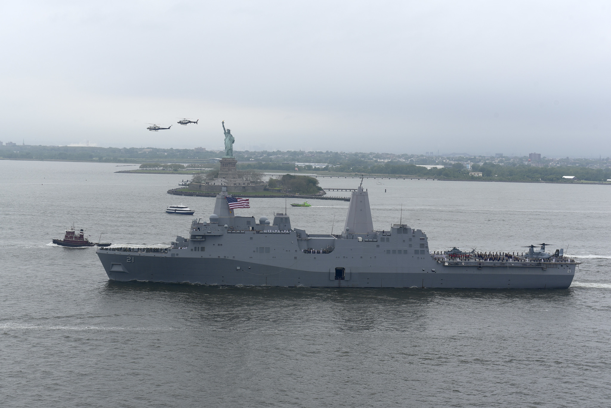 The amphibious transport dock ship USS New York (LPD 21) departs New York Harbor at the conclusion of Fleet Week New York 2019 on May 28, 2019. (Chief Mass Communication Specialist Roger S. Duncan/Navy)