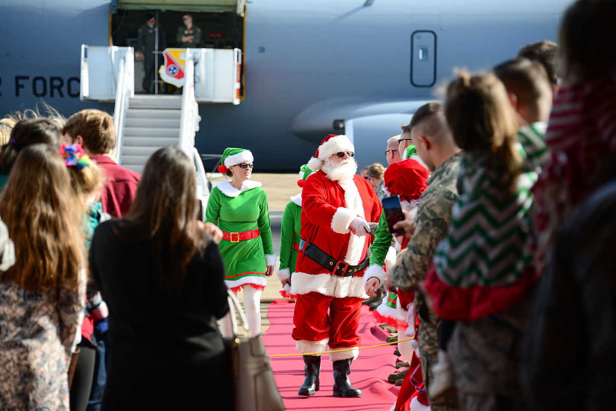 Santa Claus paid a special visit to McGhee Tyson Air National Guard Base to visit with airmen and their families Dec. 2, 2018. A sleigh and reindeer were not available, so Santa, Mrs. Claus and their elves arrived via a KC-135 Stratotanker to the hanga,r where children were able to take photos and deliver their wish lists in person. (Tech. Sgt. Jonathan Young/Air National Guard)