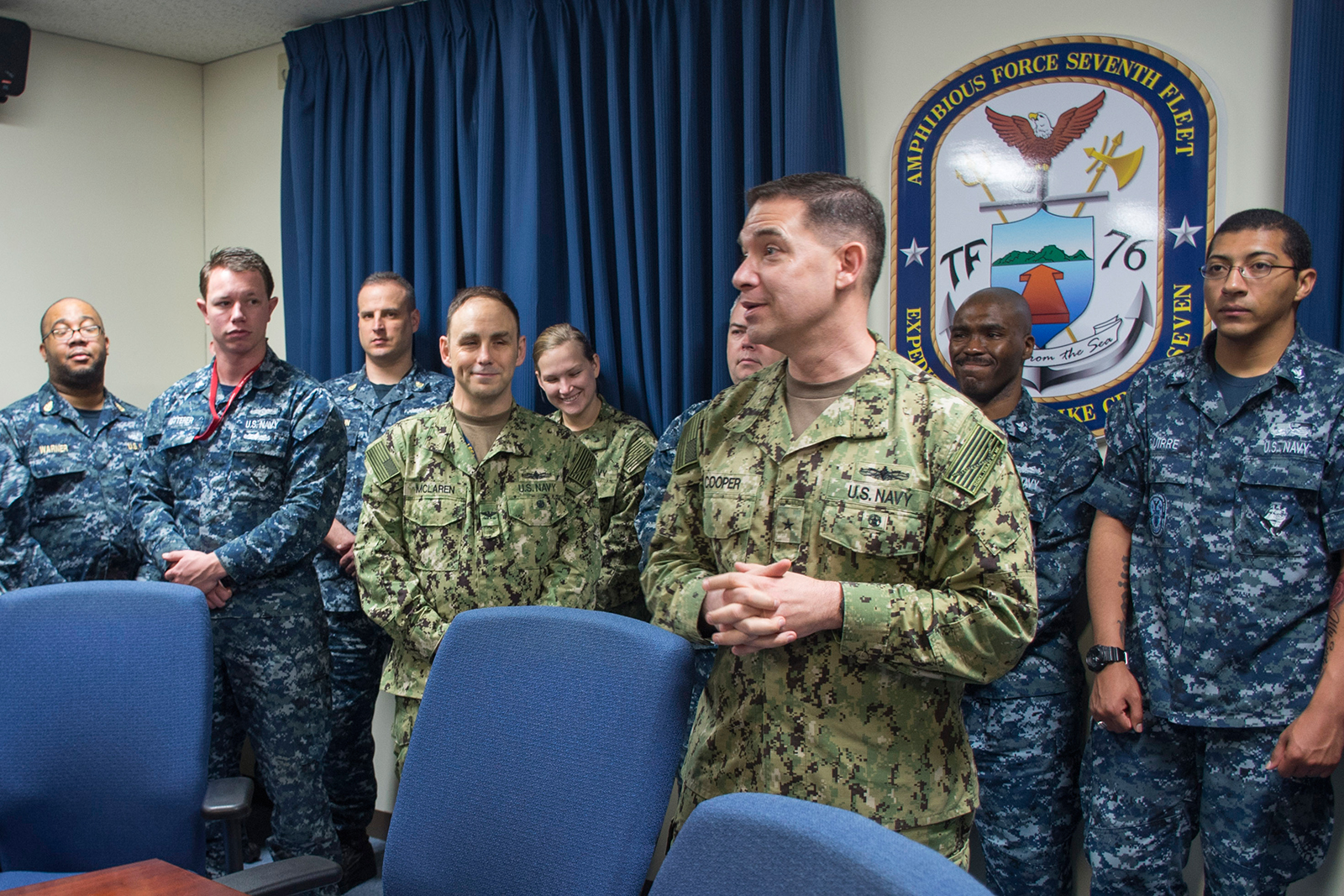 New commander of Navy 7th Fleet's amphibious forces takes over