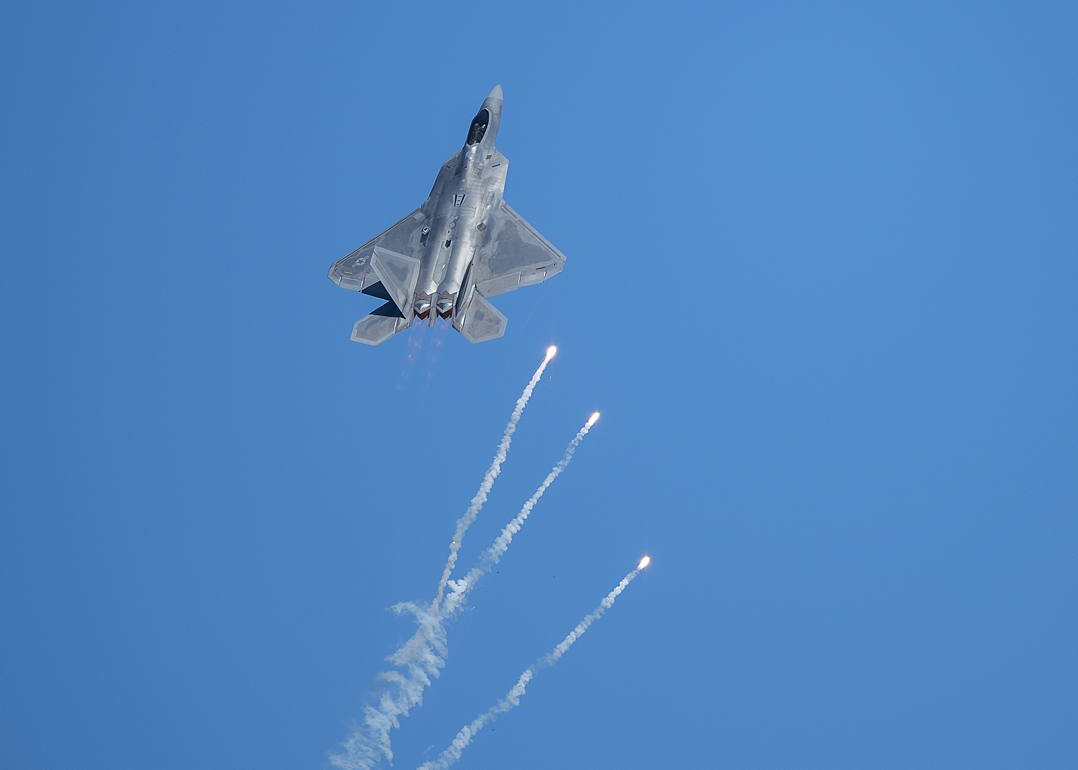 A 433rd Weapons Squadron F-22 Raptor fighter jet pops flares during the Aviation Nation 2019 air show at Nellis Air Force Base, Nev., Nov. 16, 2019. (Airman 1st Class Bryan Guthrie/Air Force)