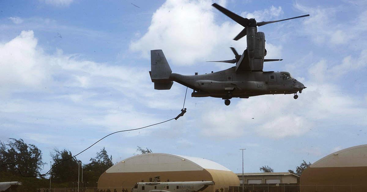 Marines with Lima Company, Battalion Landing Team 3/1, 13th Marine Expeditionary Unit (MEU), fast-rope out of an MV-22B Osprey, Marine Medium Tiltrotor Squadron 166 Reinforced, 13th MEU, during sustainment training exercise, July 21, 2018 in Hawaii. (Cpl. A. J. Van Fredenberg/Marine Corps)