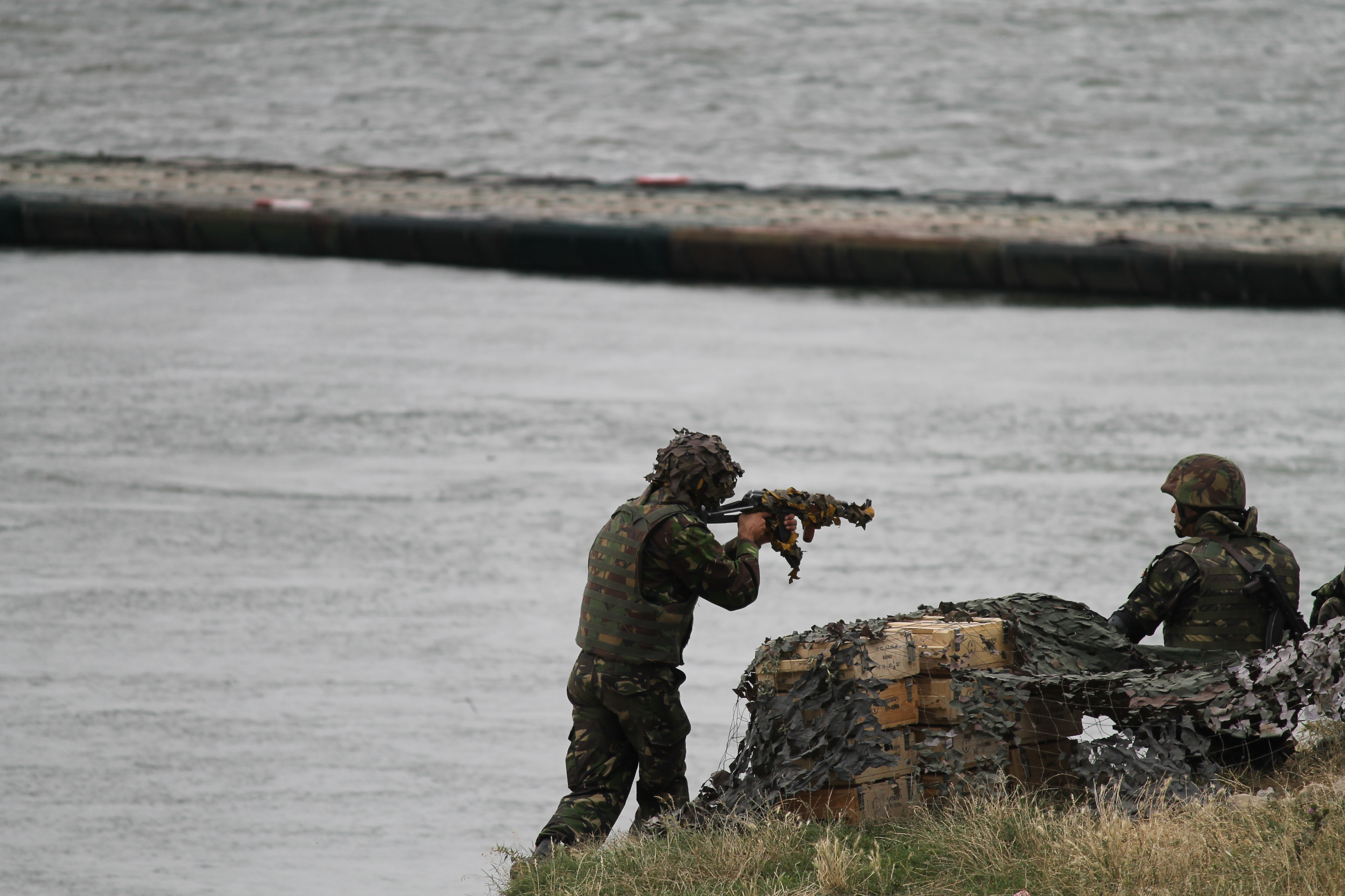 Troops from Romania defend the banks of the Danube and the bridge erected overnight as the exercise heats up. (Jen Judson/Staff)