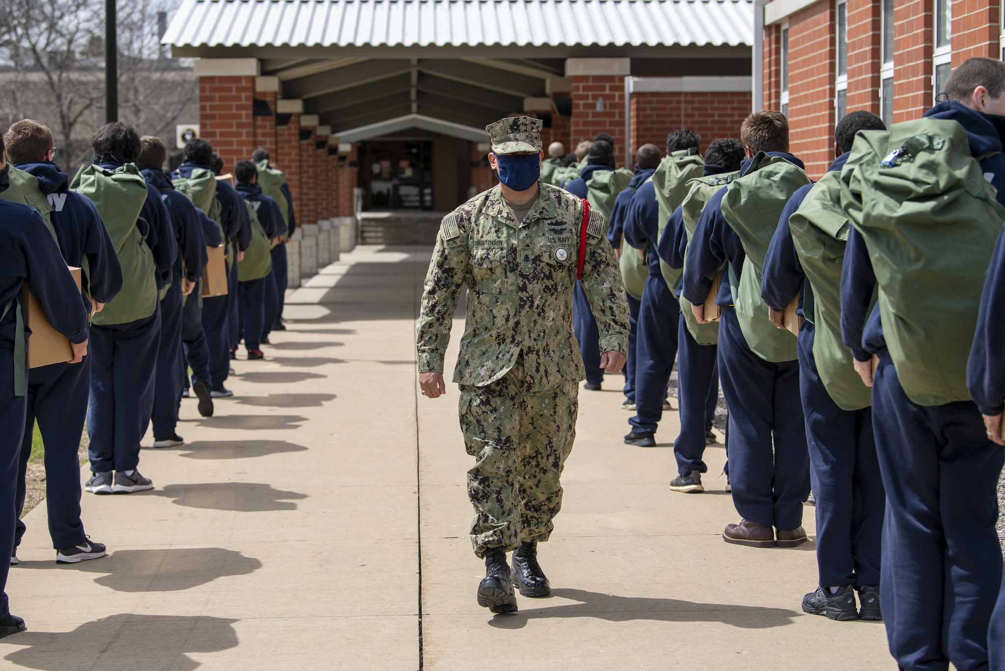 Chief Interior Communications Electrician Joseph Christensen instructs recruits as they arrive at Recruit Training Command at Great Lakes, Ill., on May 4, 2020, following a 14-day restriction-of-movement period at an off-site facility. (MC1 Spencer Fling/Navy)