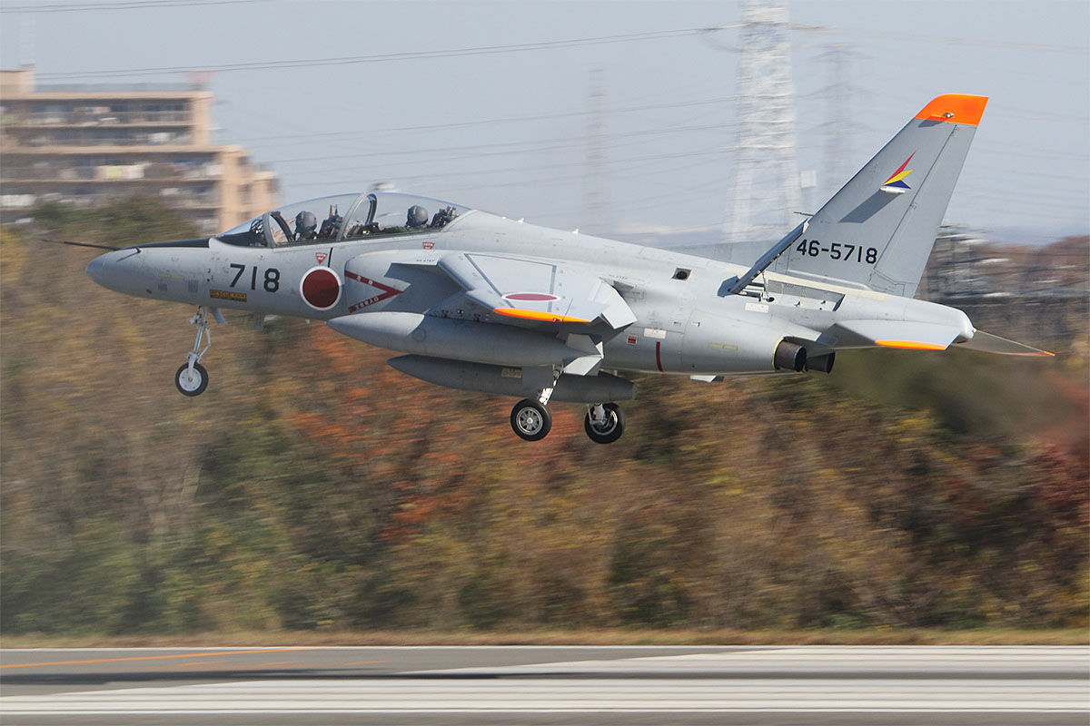 A Kawasaki T-4 trainer of the JASDF's Central Air Command Support Squadron lands at Iruma Air Base, western Tokyo, in late November. (Mike Yeo/Staff)