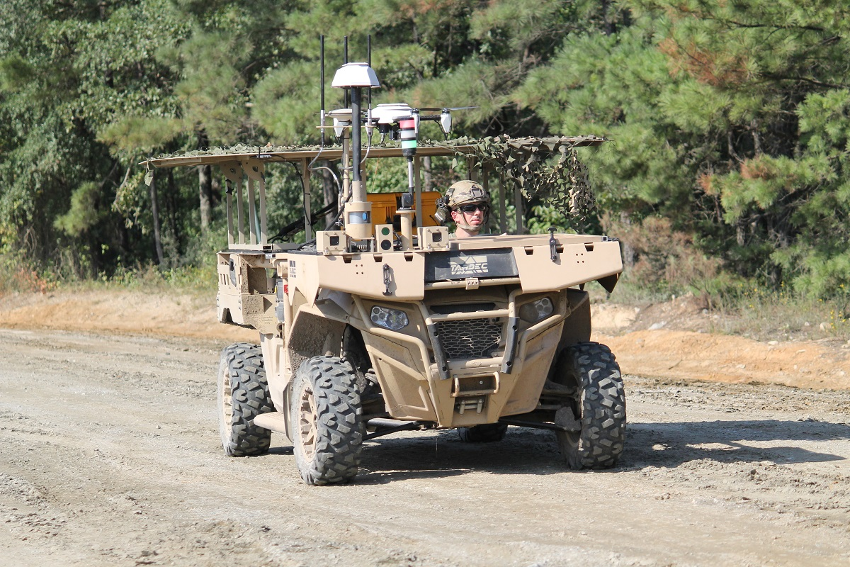 Eurosatory expo floor offers hope yet for teaming robots with manned vehicles