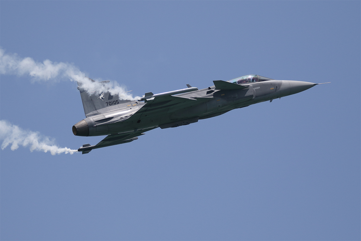 A Royal Thai Air Force Saab JAS 39C Gripen during its aerial display routine. (Mike Yeo/Staff)
