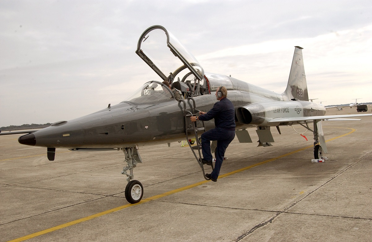Air Force T-38 crashes in Texas