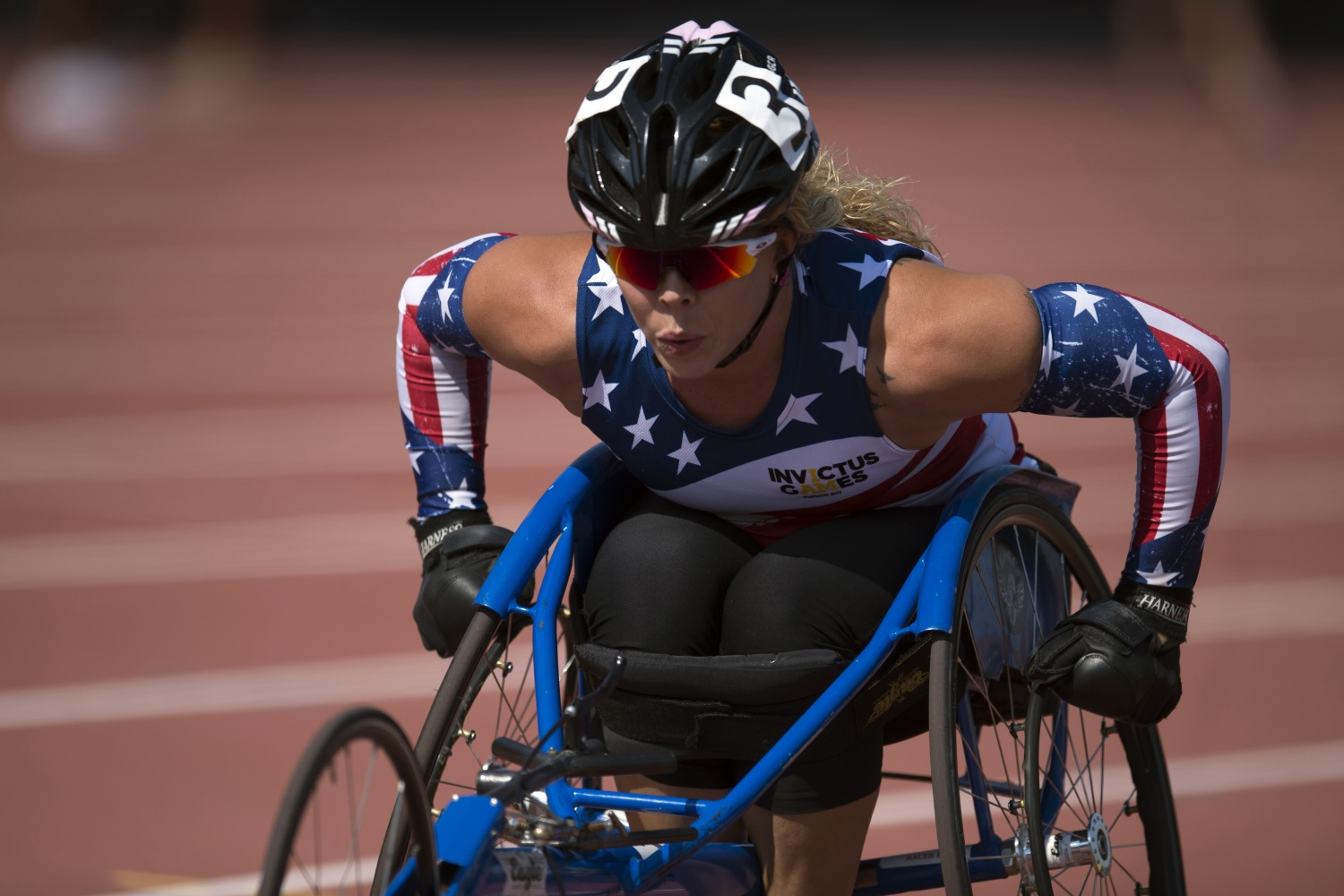 Retired Army Sgt. Brandi Evans races a wheelchair during the athletics finals of the 2017 Invictus Games in Toronto, Canada, on Sept. 25, 2017. (EJ Hersom/DoD)
