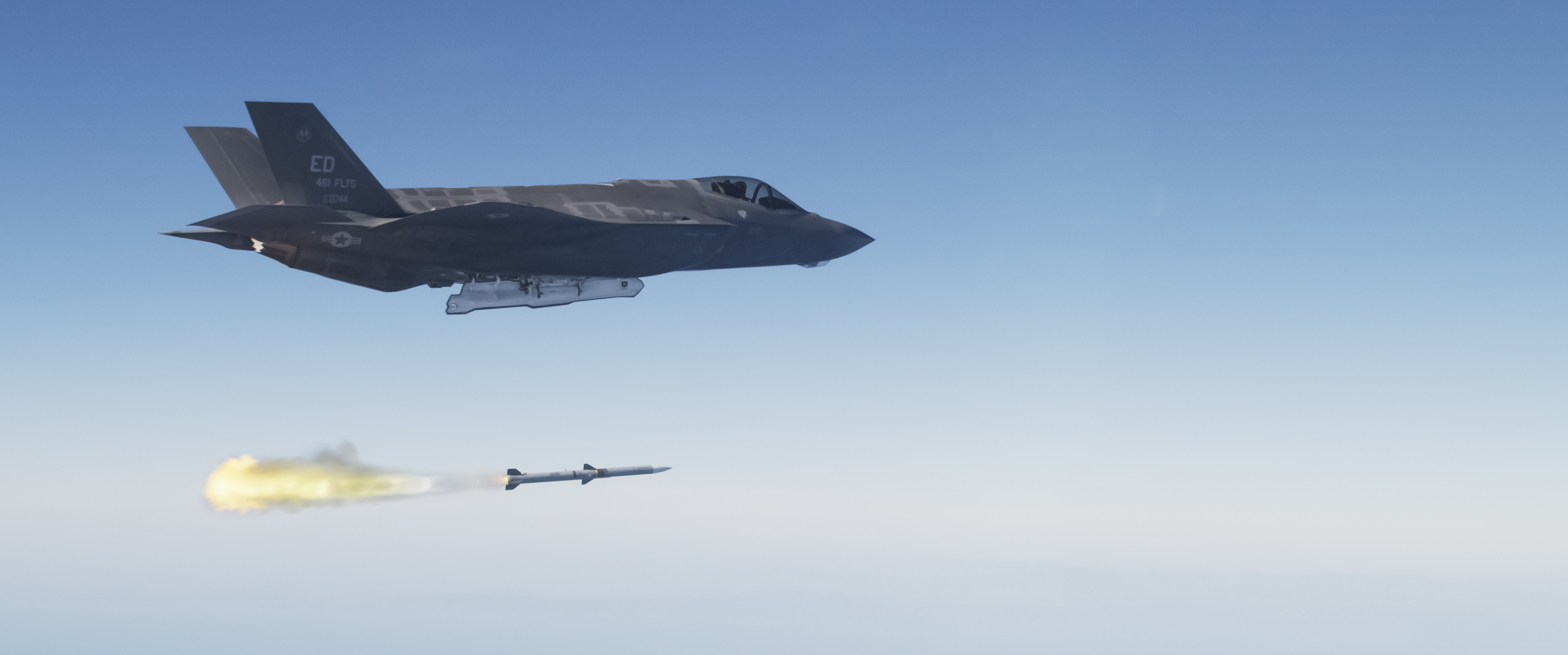 DoD slashes AMRAAM missile buy as Raytheon struggles with tech refresh