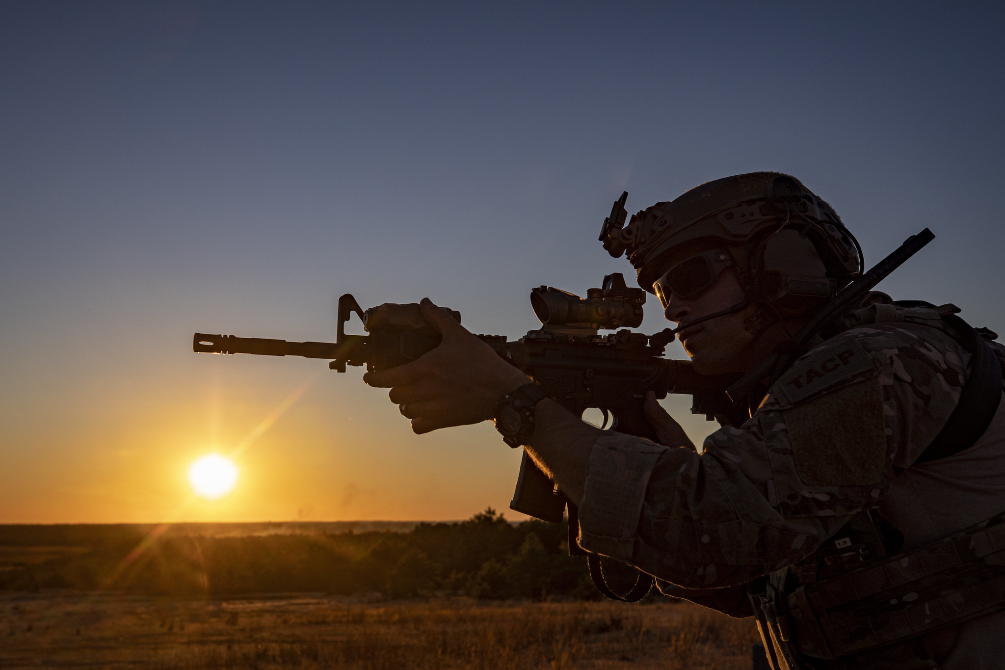 A U.S. Air Force special warfare airman with the New Jersey Air National Guard's 227th Air Support Operations Squadron moves tactically during a live-fire training mission with Marine Light Attack Helicopter Squadron 773 on Joint Base McGuire-Dix-Lakehurst, N.J., Oct. 24, 2019. (Master Sgt. Matt Hecht/Air National Guard)