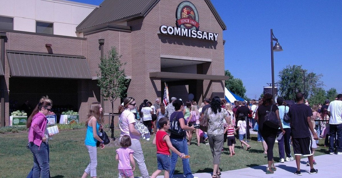 DoD wants to expand commissary and exchange shopping privileges to all veterans, with an additional fee. (Defense Commissary Agency)
