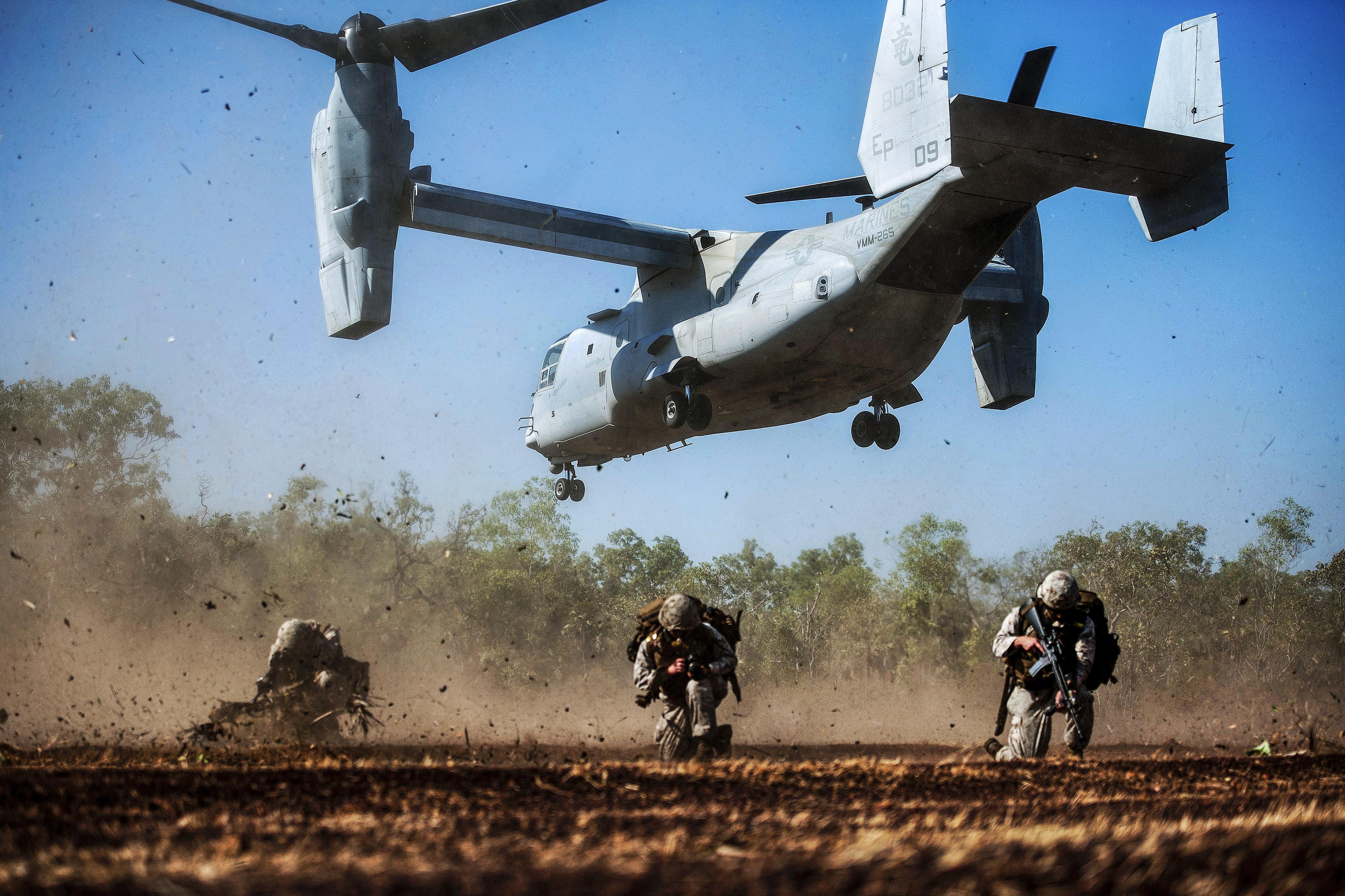 Marines set up a perimeter after a tactical insertion with an MV-22 Osprey tilt rotor aircraft as part of an amphibious assault during Talisman Sabre 2015 at Fog Bay, Australia, July 11, 2015. (Petty Officer 1st Class Louis Rojas/Navy)