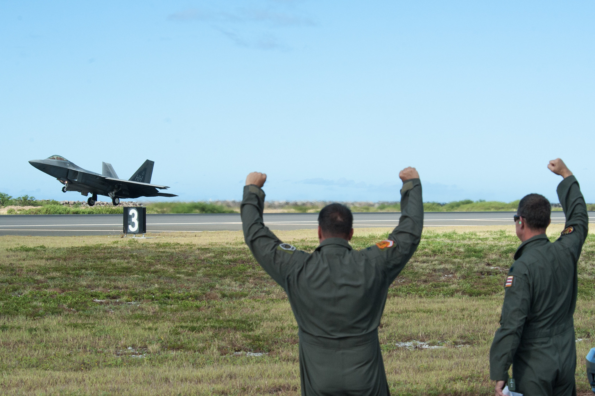 Hawaii Air National Guard pilots cheer on an F-22 Raptor at Joint Base Pearl Harbor-Hickam, Hawaii, on Aug. 21, 2019. (Senior Airman John Linzmeier/Air National Guard )
