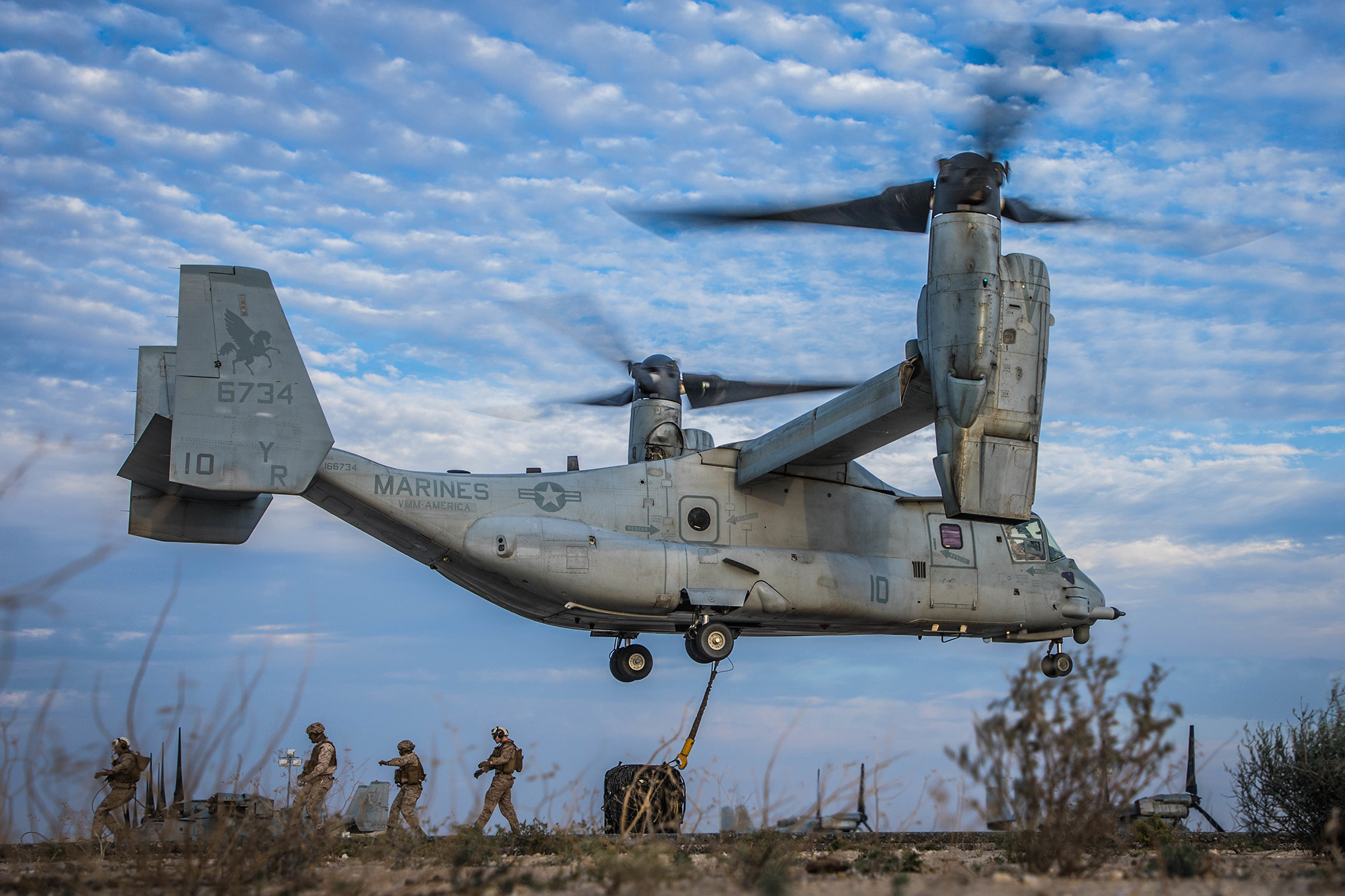 Marines with Marine Medium Tiltrotor (VMM) 161, attached to Special Purpose Marine Air-Ground Task Force – Crisis Response – Central Command (SPMAGTF-CR-CC) 19.2, participate in a helicopter support team exercise on Jan. 17, 2020, in Kuwait. (Sgt. Branden J. Bourque/Marine Corps)