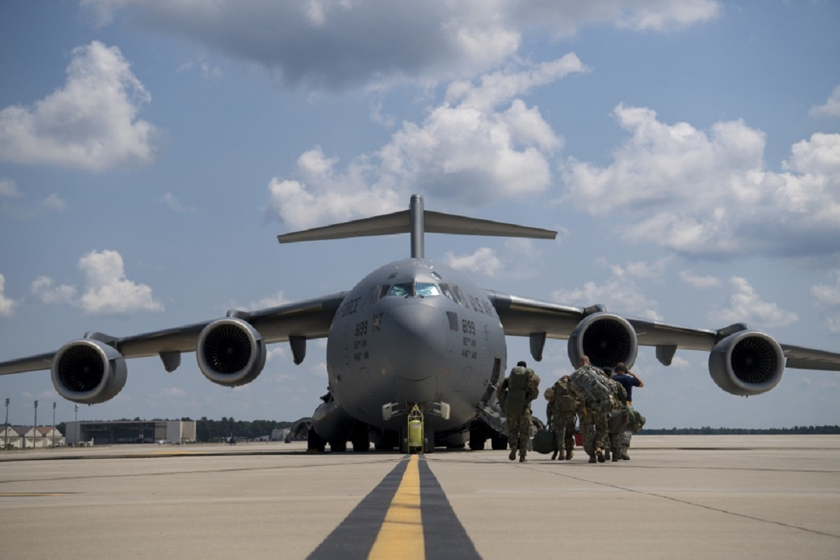 A U.S. Air Force C-17 Globemaster III from Joint Base Charleston, S.C., is prepped to fly to Pope Army Air Field, N.C., on June 5, 2018, in preparation for Exercise Swift Response 18. (U.S. Air Force)