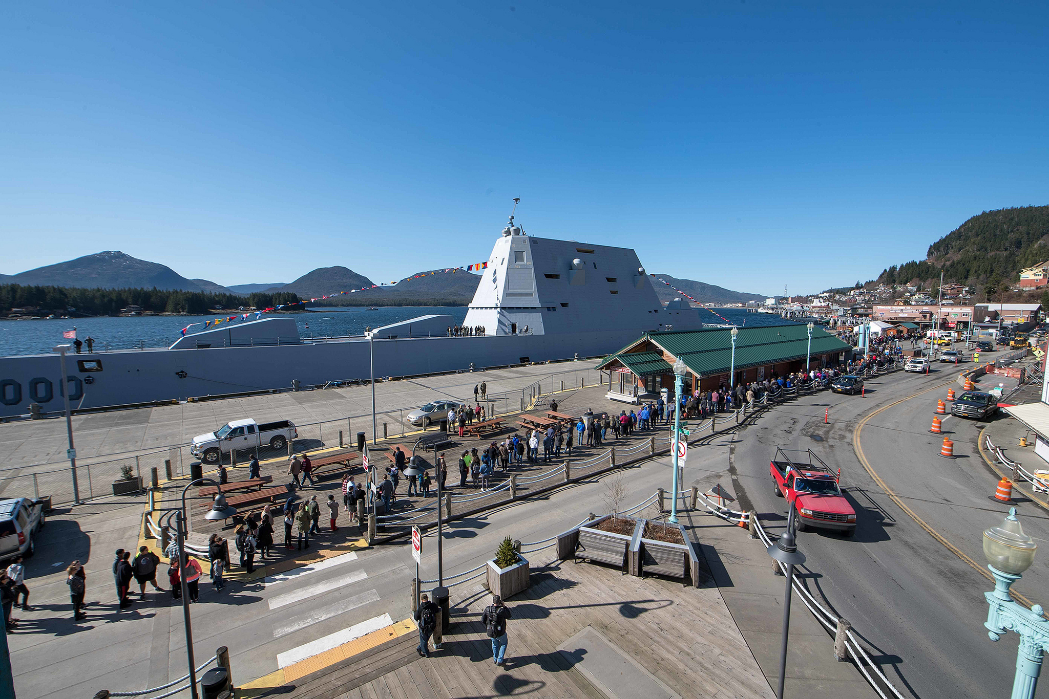 Visitors line up along the pier for a tour of the guided-missile destroyer USS Zumwalt (DDG 1000) on March 24, 2019, in Ketchikan, Alaska. (Mass Communications Specialist 2nd Class Jonathan Jiang/Navy)