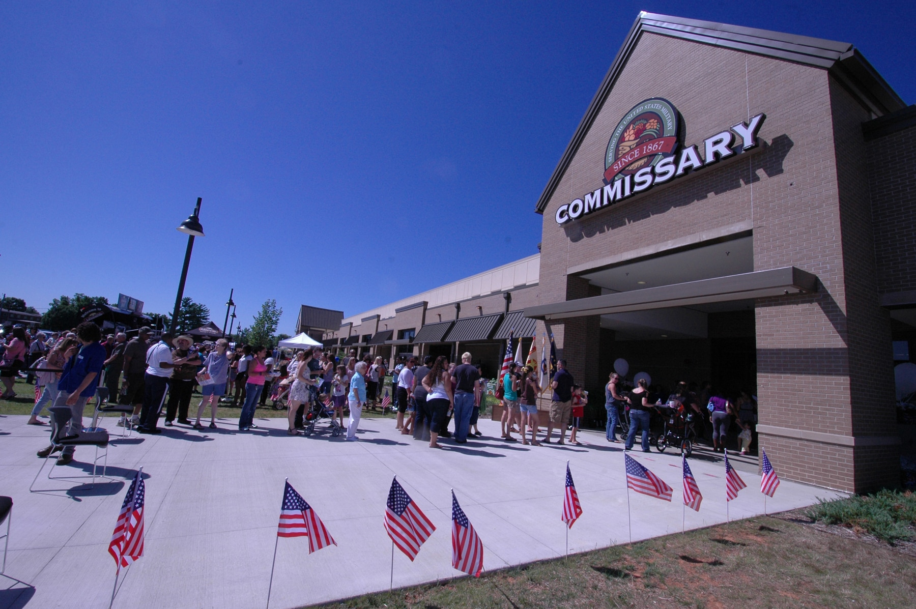 Commissaries rank high in national survey of grocery shoppers