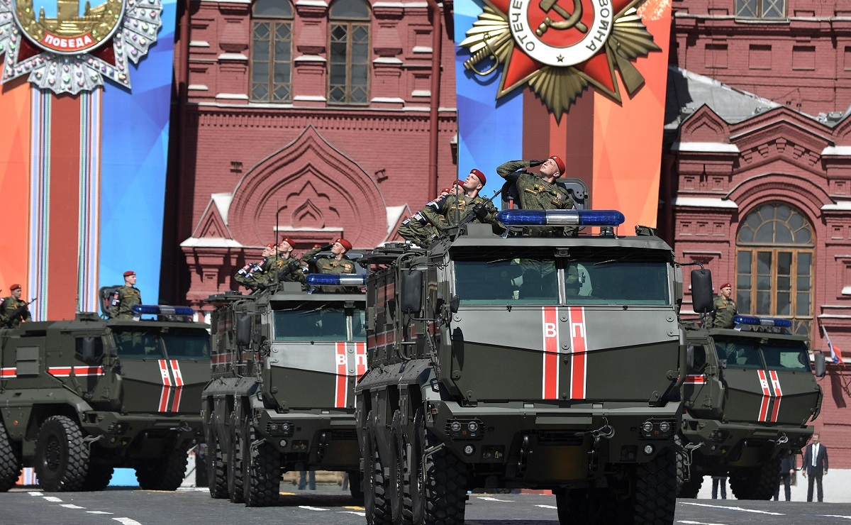 Troops from Russia's recently created National Guard interior troops join Russia's Victory Day parade this year. (Russian Presidential Press and Information Office)