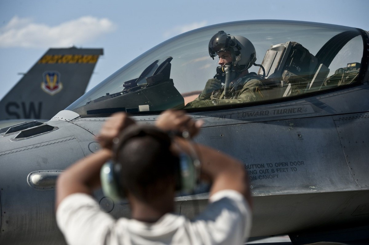 The military's stunning fighter pilot shortage: One in four billets is empty