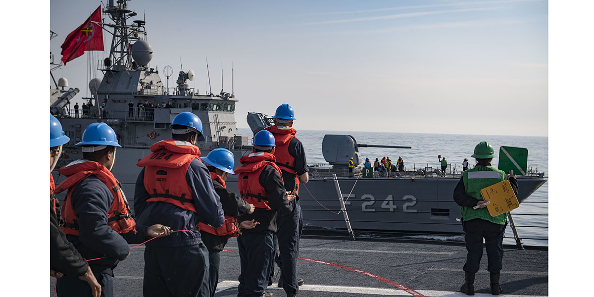 Sailors aboard the guided-missile destroyer USS Donald Cook heave line during a simulated replenishment-at-sea with the Turkish navy Yavuz-class frigate TS Fatih, Feb. 22, 2019. (Mass Communication Specialist 2nd Class Ford Williams/Navy)