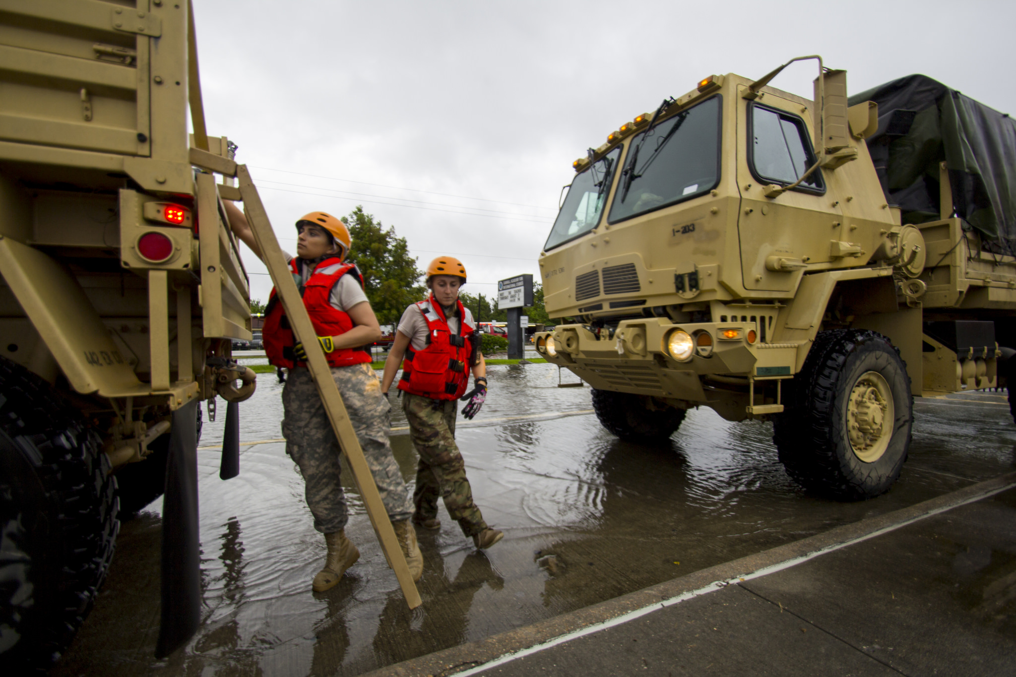 Texas National Guard soldiers respond to the aftermath of Hurricane Harvey on Aug. 27, 2017. (Staff Sgt. Tim Pruitt/National Guard)