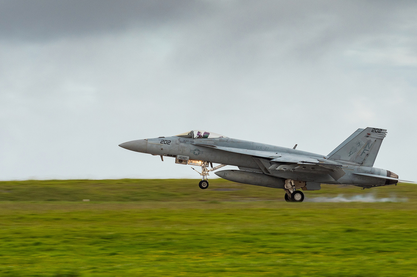 A U.S. Navy F/A-18E Super Hornet returns to Andersen Air Force Base in Guam from a mission on Sept. 19, 2018, in support of exercise Valiant Shield 2018. (Senior Master Sgt. Roger Parsons/Air National Guard)