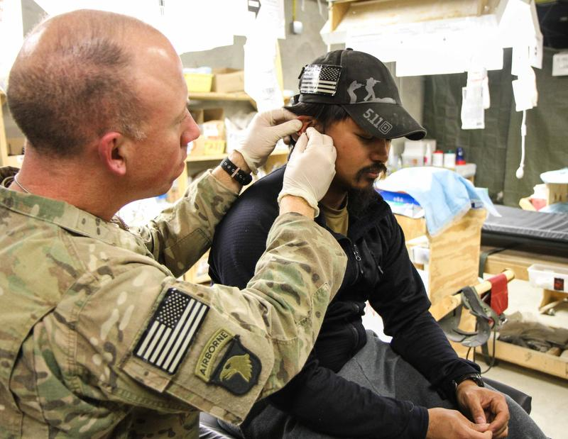 physician assistant course lets soldiers go officer