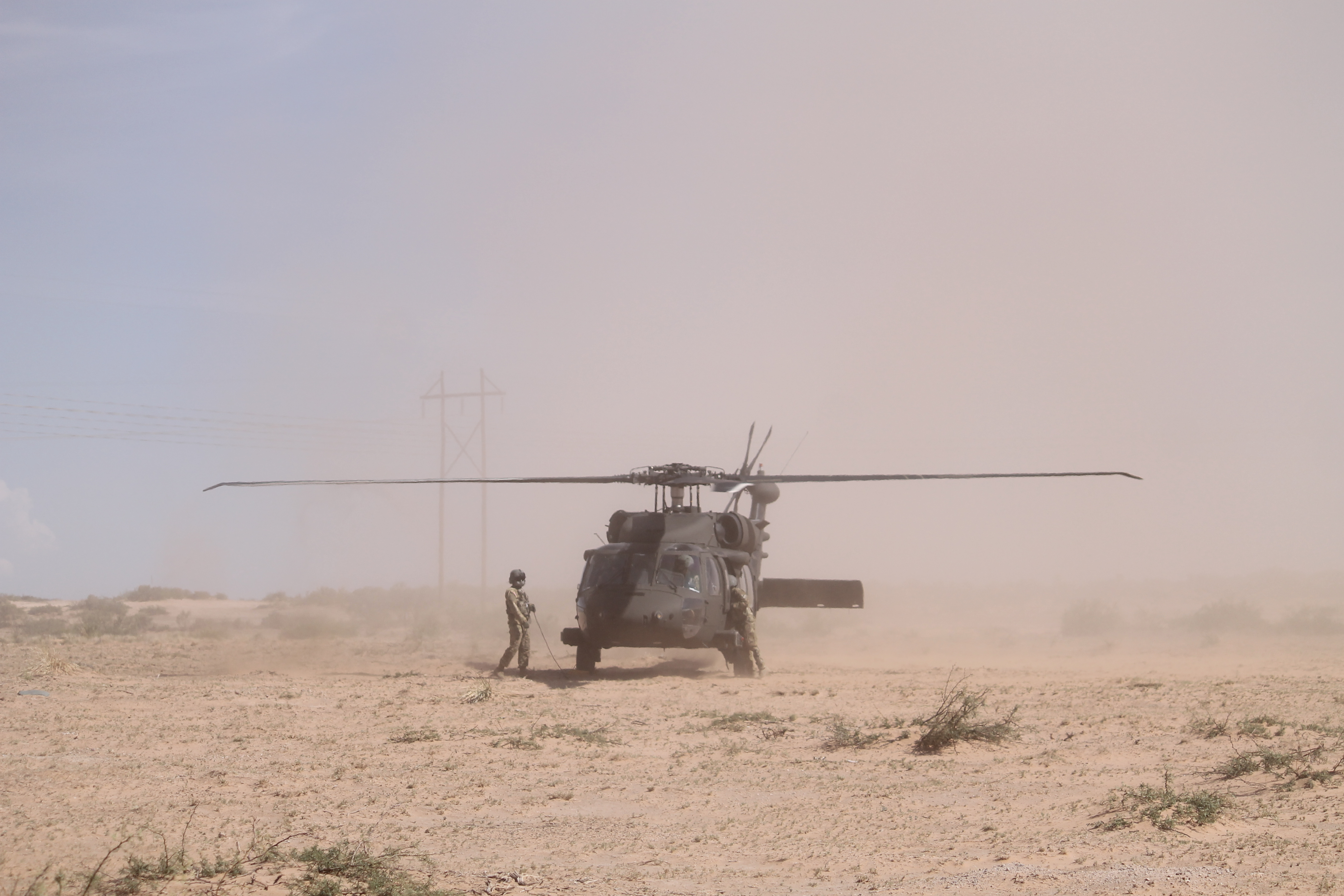 A Black Hawk lands in the desert just outside of the 2nd BCT's TOC, escorting military personnel including U.S. Army Training and Doctrine Command commander Gen. David Perkins. (Jen Judson/Staff)