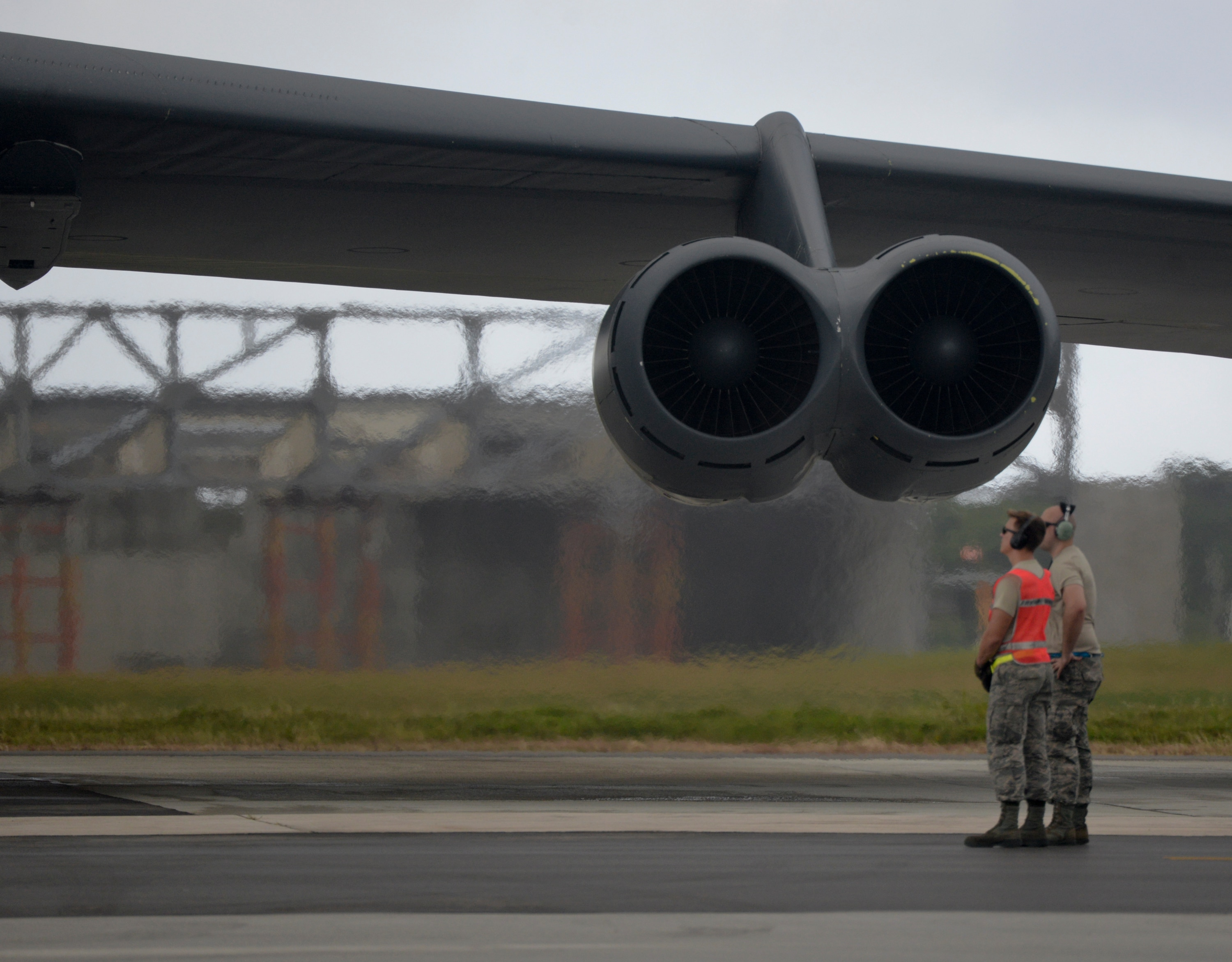 US Air Force glides toward B-52 engine replacement plan