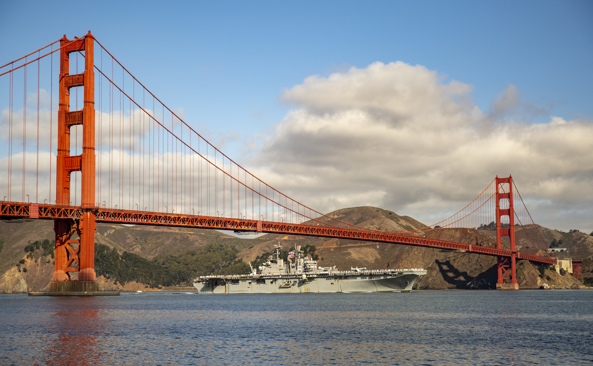 Marines and sailors aboard the amphibious assault ship USS Bonhomme Richard (LHD 6) pass under the Golden Gate Bridge to participate in San Francisco Fleet Week 2018 on Sept. 30, 2018. (Cpl. Jacob A. Farbo/Marine Corps)