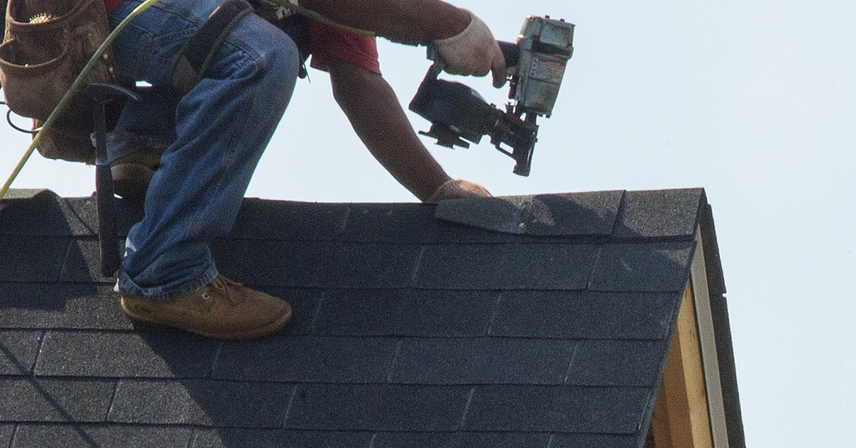 This contractor gave a veteran a free roof ... and has some advice for your next repair