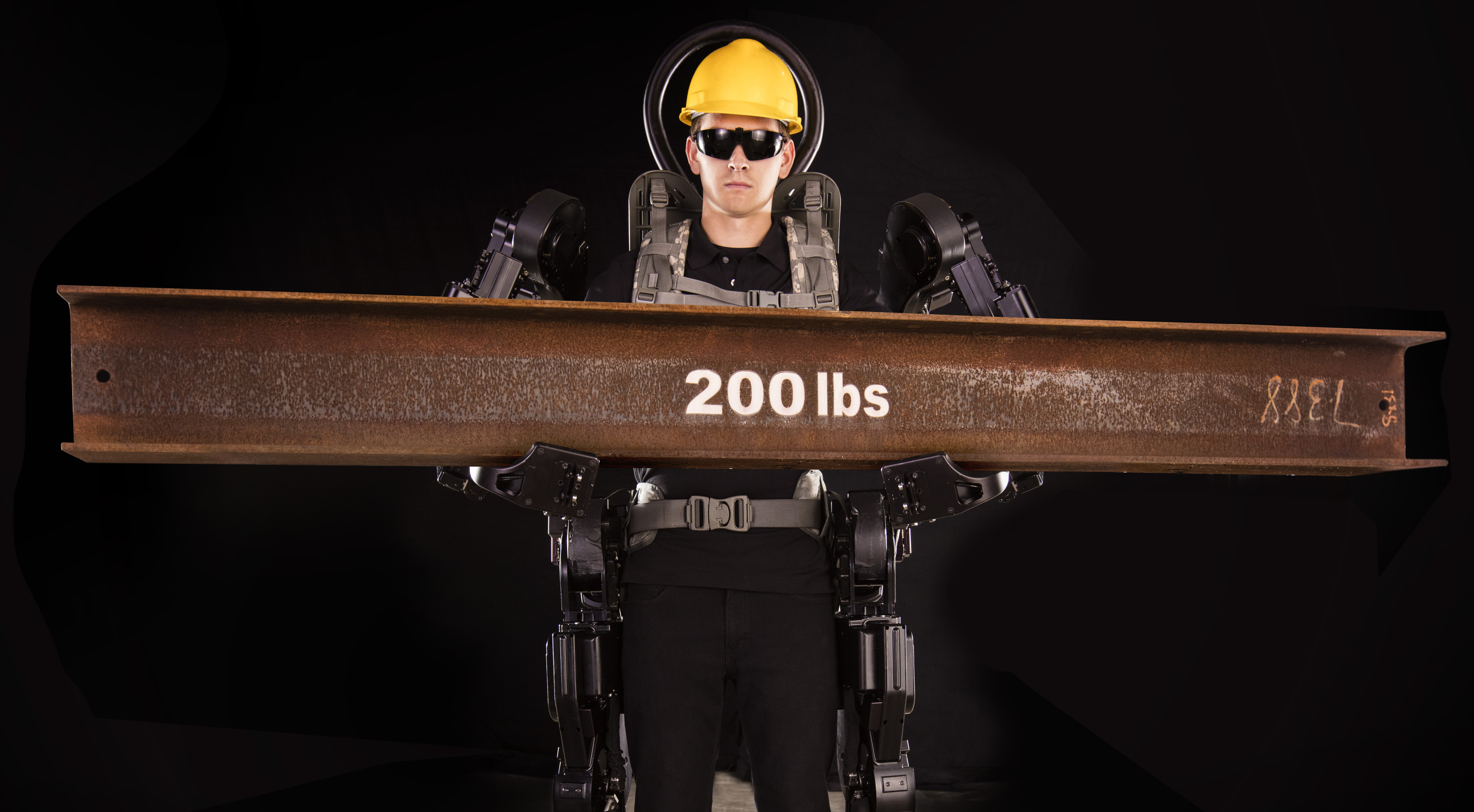 The Guardian XO suit enables its pilot to easily lift up to 200 pounds, even while wearing sunglasses. (Sarcos Robotics)
